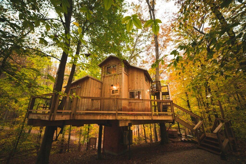 White Oak Treehouse Hocking Hills
